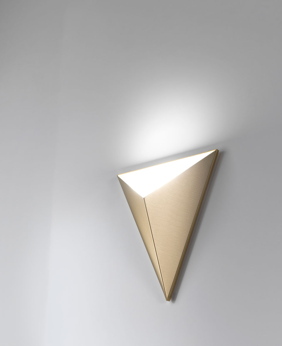 Tetra wall lamp in satined brass and LED lighting. CVL Luminaires.