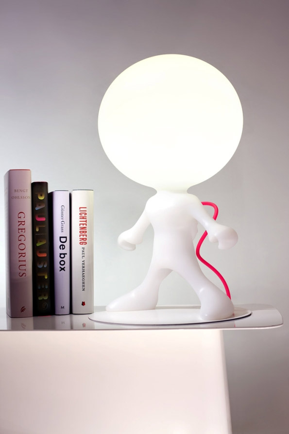 Space walker junior lampe de table blanc fil rouge. Dark.