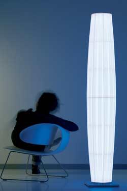 Colonne lampadaire à Leds RVB/RGB. Dix Heures Dix.