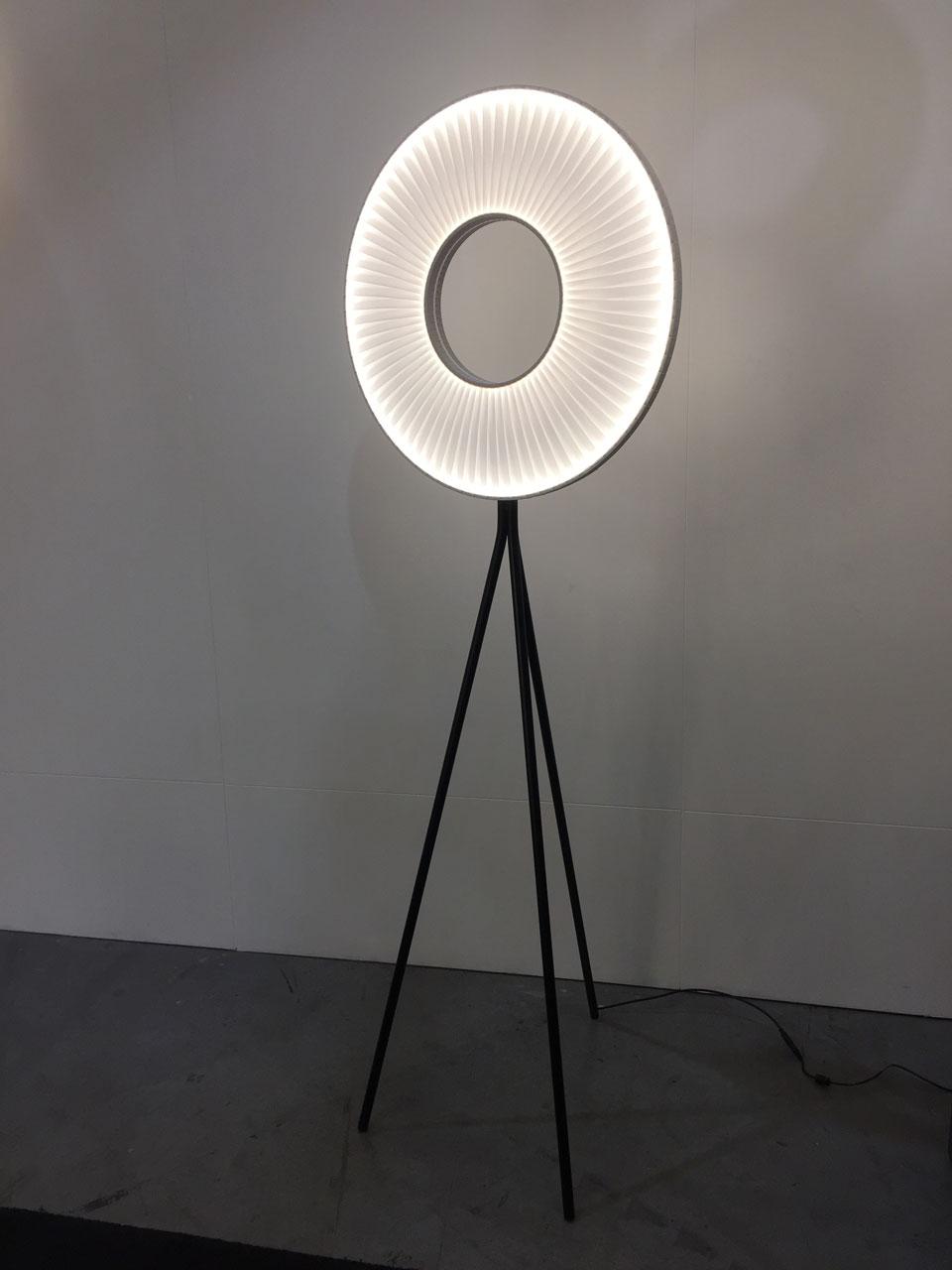 Iris lampadaire en ruban grand modèle. Dix Heures Dix.