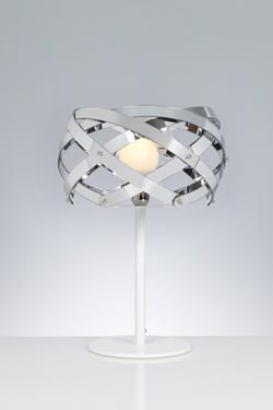Lampe à poser Nuclea argent et pied en métal laqué blanc . Emporium.