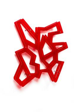 Macramé rouge étagère graphique. Emporium.