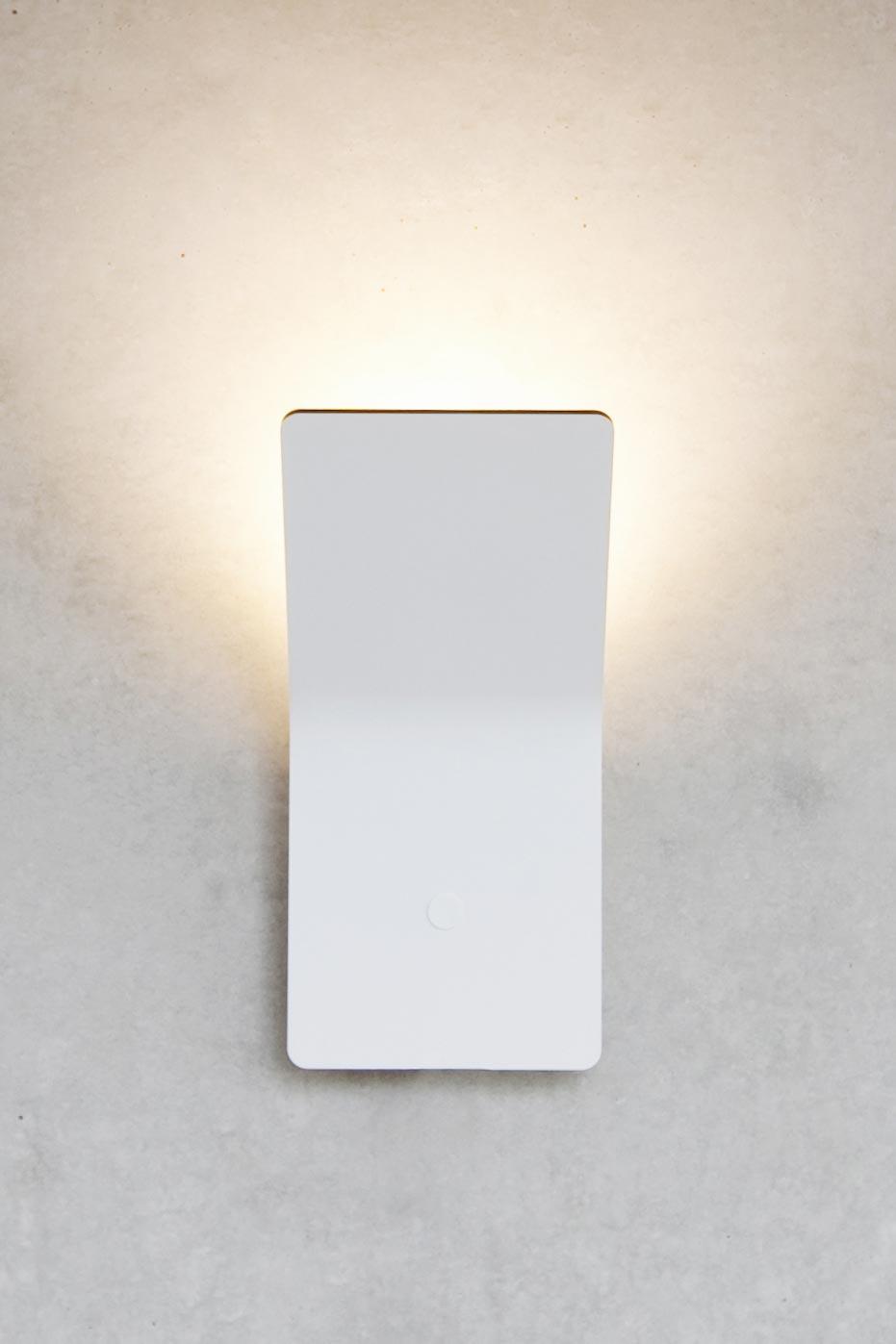 Pulse applique plaque pliée aluminium blanc mat. f-sign.