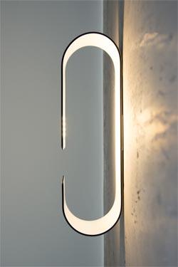 Vega applique blanche recourbée. f-sign.