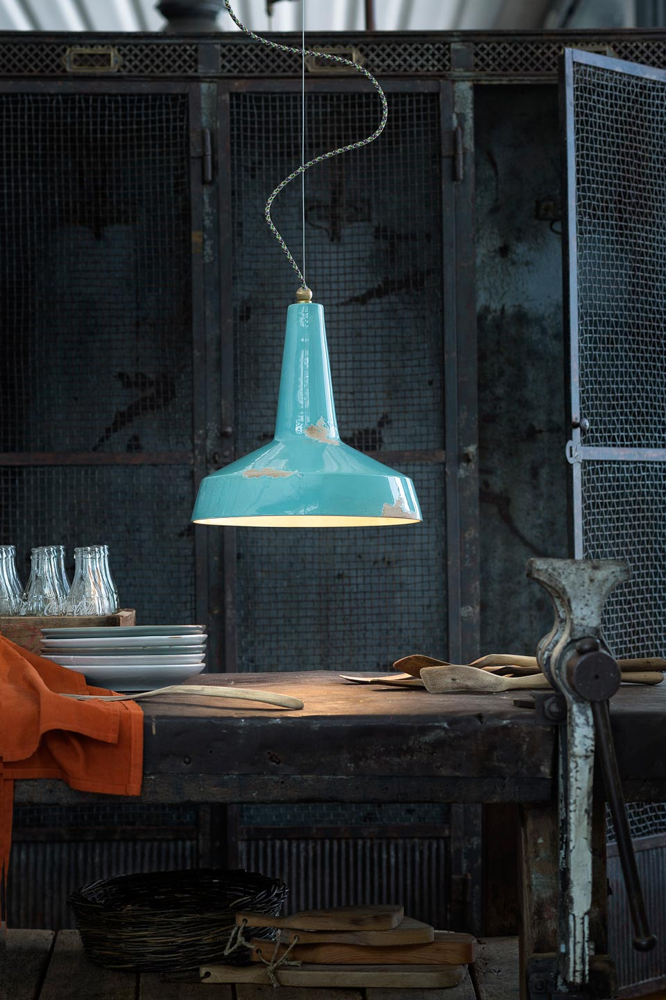 Vintage C1417 industrial style pendant lamp from the 20th century. Ferroluce.