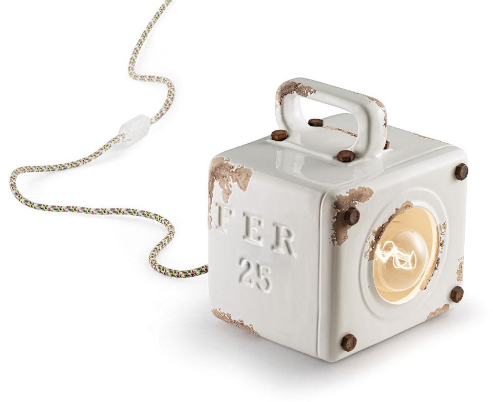 Petite lampe à poser cube en céramique aspect vieilli. Ferroluce.