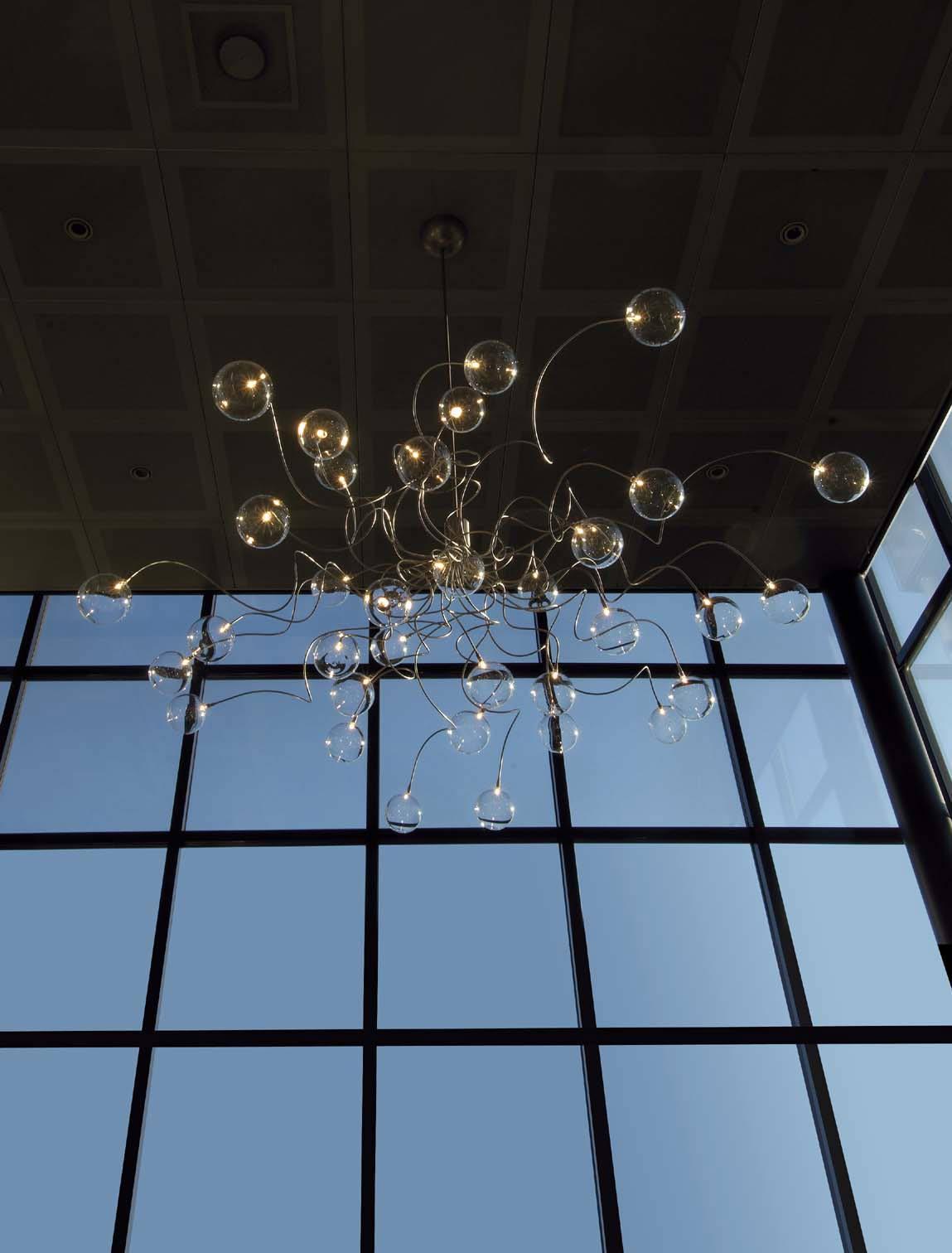 Big Bubbles lustre boules de verre 35 lumières transparent. Harco Loor.