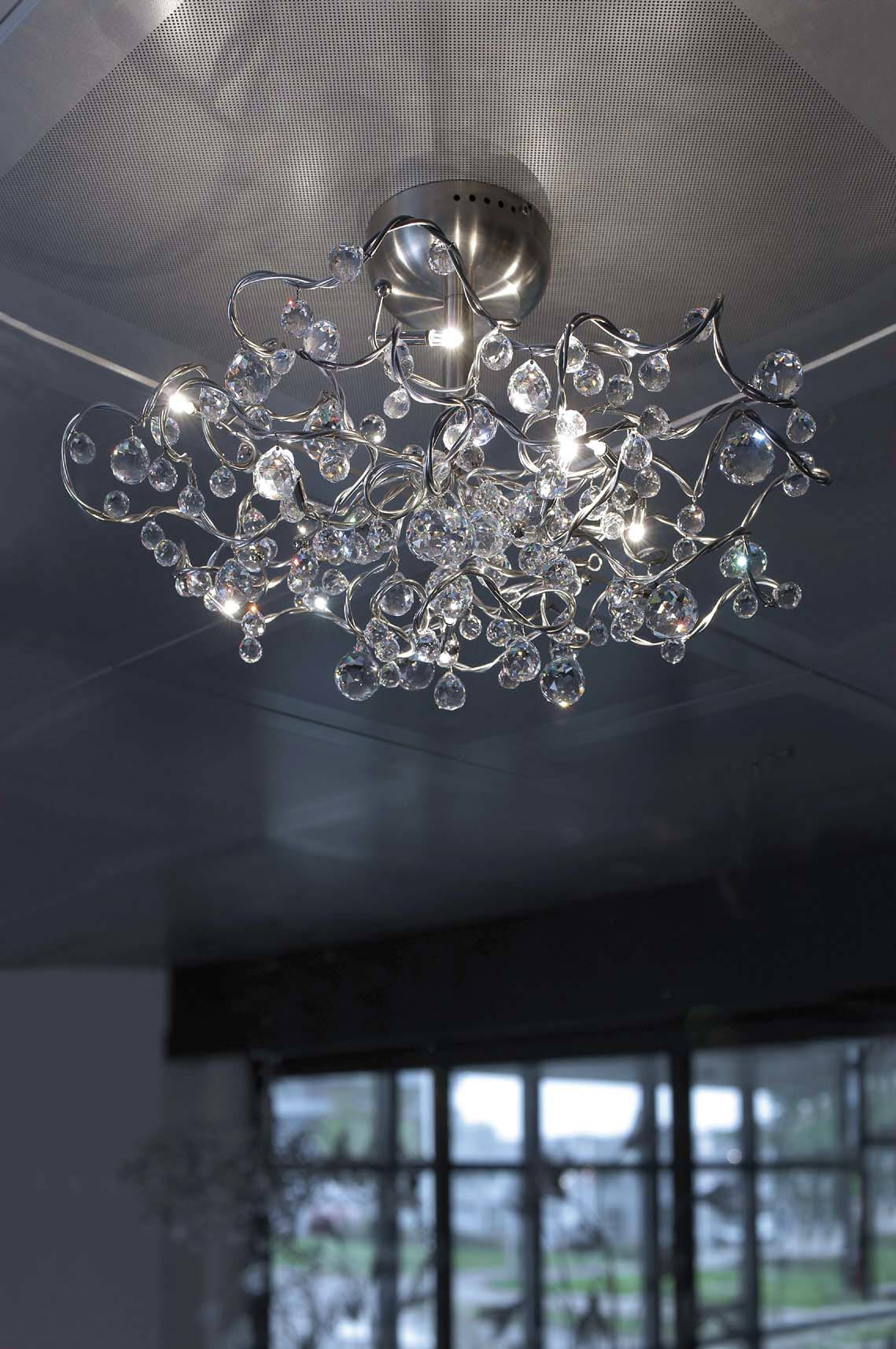 Tiara Diamond 9-light ceiling light with drops in Asfour crystal. Harco Loor.