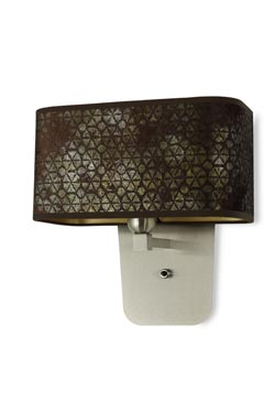 Applique en tissu aux motifs géométriques et intérieur doré. Hind Rabii.