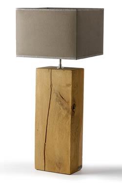 Lampe bloc de chêne section rectangulaire abat-jour carré. Hind Rabii.