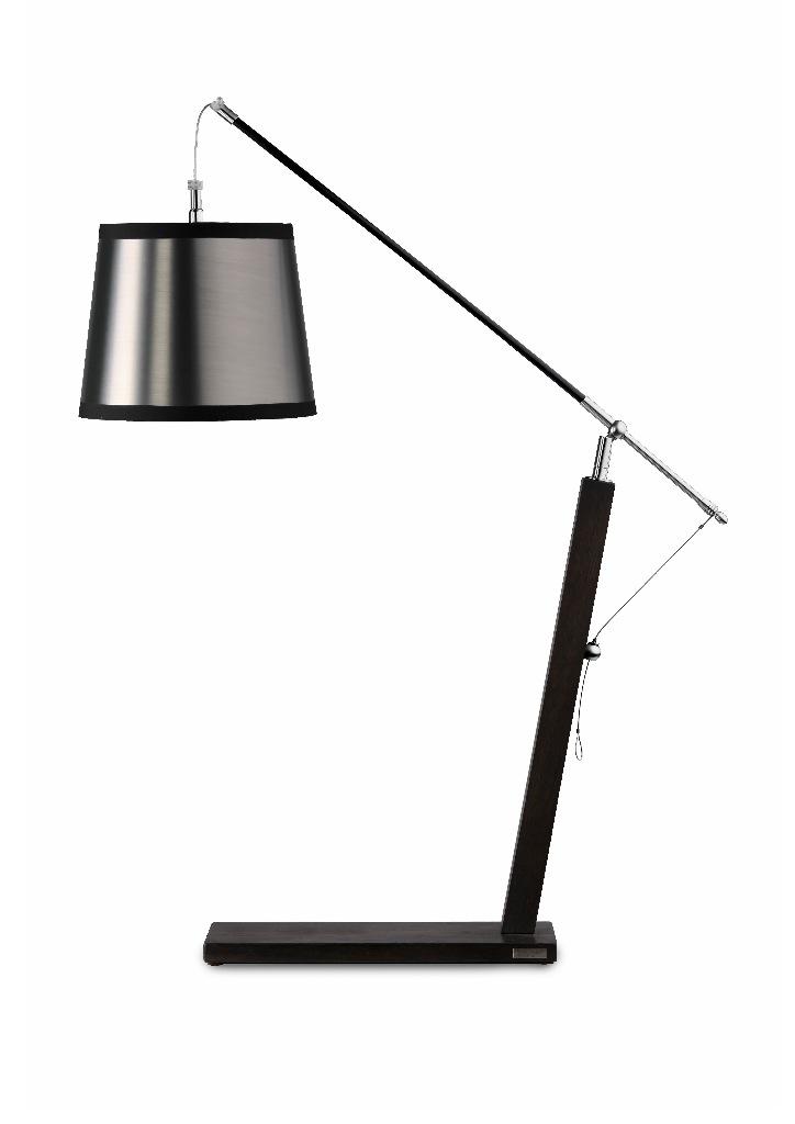 Lampe de bureau en bois wengé et abat-jour lamé argent. Hind Rabii.