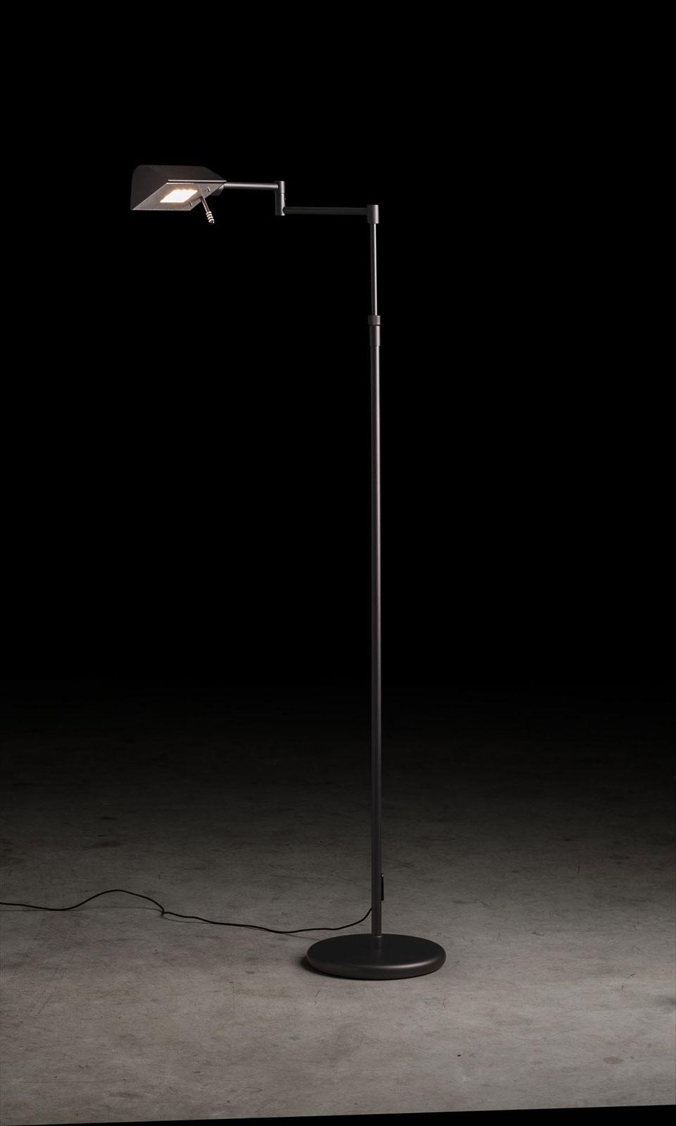 Liseuse éclairage LED, hauteur réglable, finition noire satinée. Holtkötter.