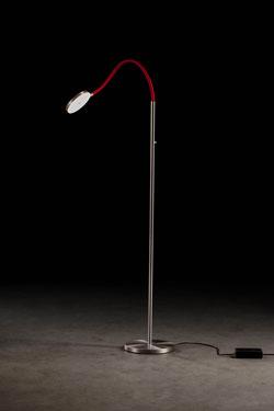 Liseuse en aluminium satiné et bras souple en tissu rouge. Holtkötter.