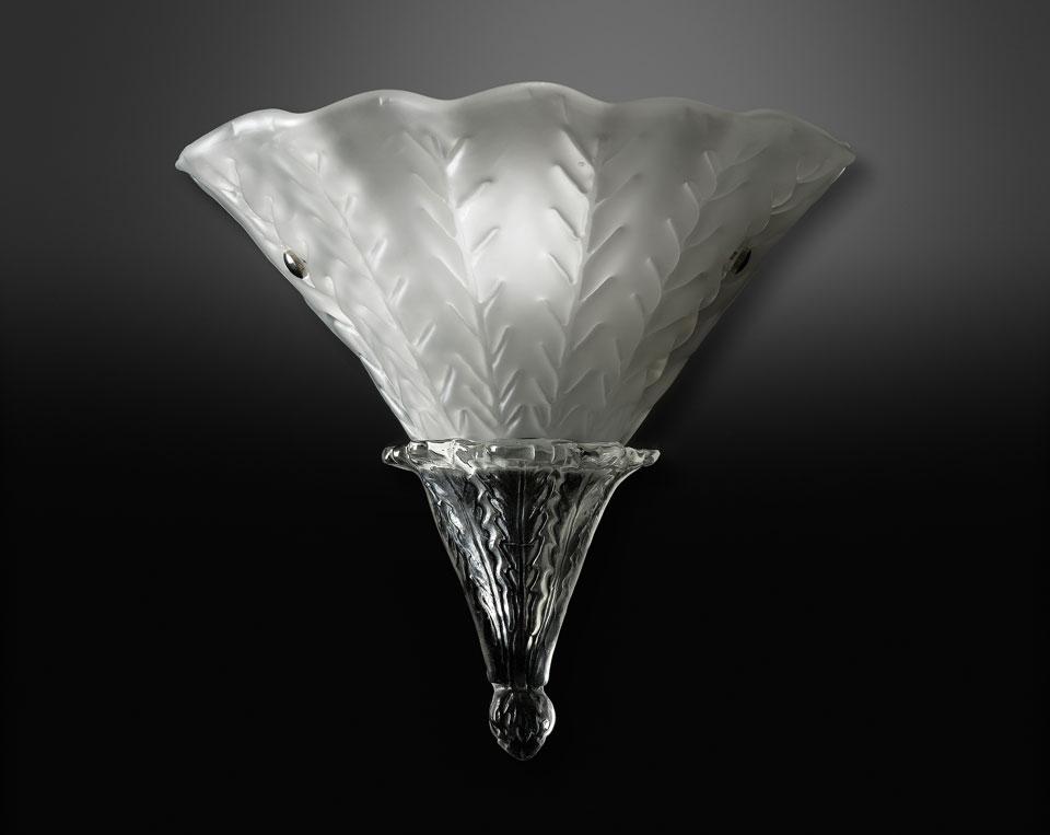 Applique en verre satiné blanc et transparent. Italamp.