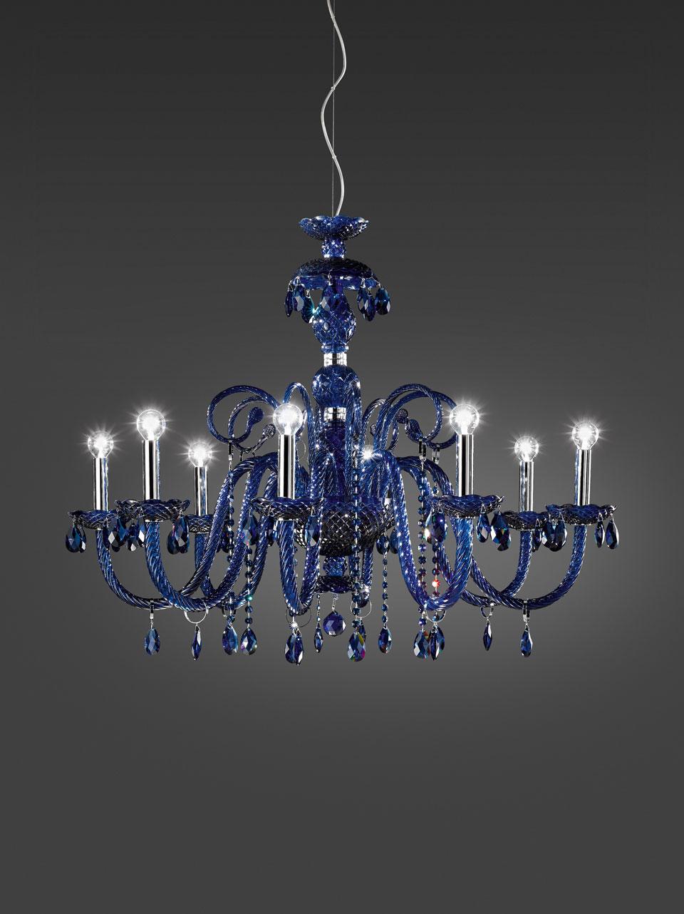 Evergreen lustre bleu en cristal 8 lumières et pampilles en verre bleu. Italamp.