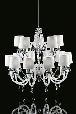 Lustre blanc 15 lumières en verre et cristal Swarovski LENOIR. Italamp.