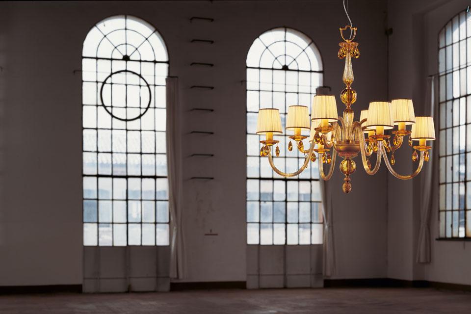 Lustre en cristal ambré et pampilles en cristal Swarovski. Italamp.