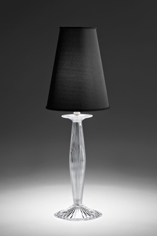 Phebo lampe de table en cristal translucide et abat-jour conique noir. Italamp.