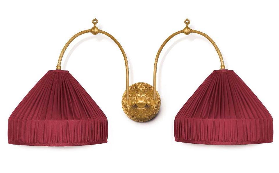 Boileau grande applique double suspendue bronze doré et rouge théâtre. Jacques Garcia.