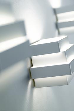 Applique de chevet cube en aluminium blanc à rectangles superposés Escape. Karboxx.