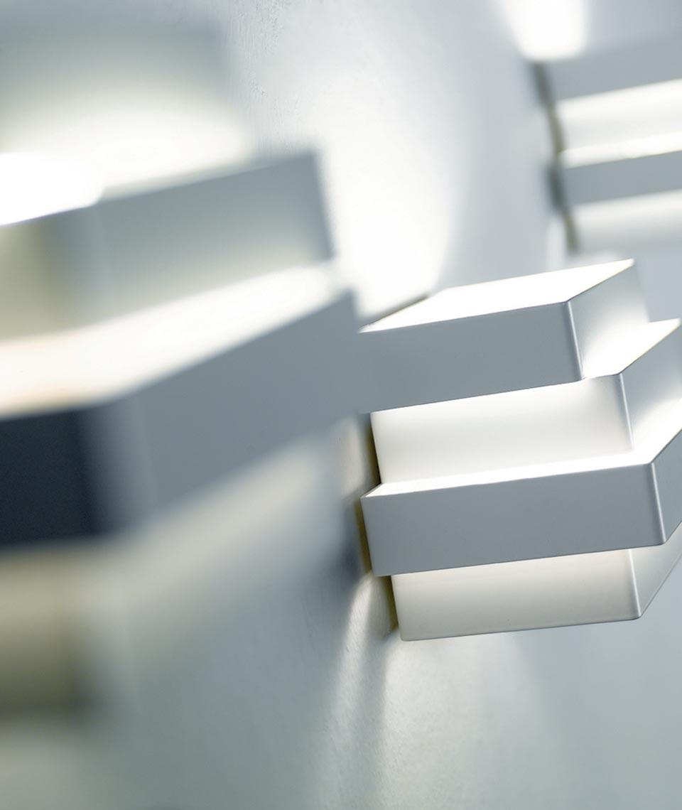 applique de chevet cube en aluminium blanc rectangles superpos s escape r f 13110226. Black Bedroom Furniture Sets. Home Design Ideas