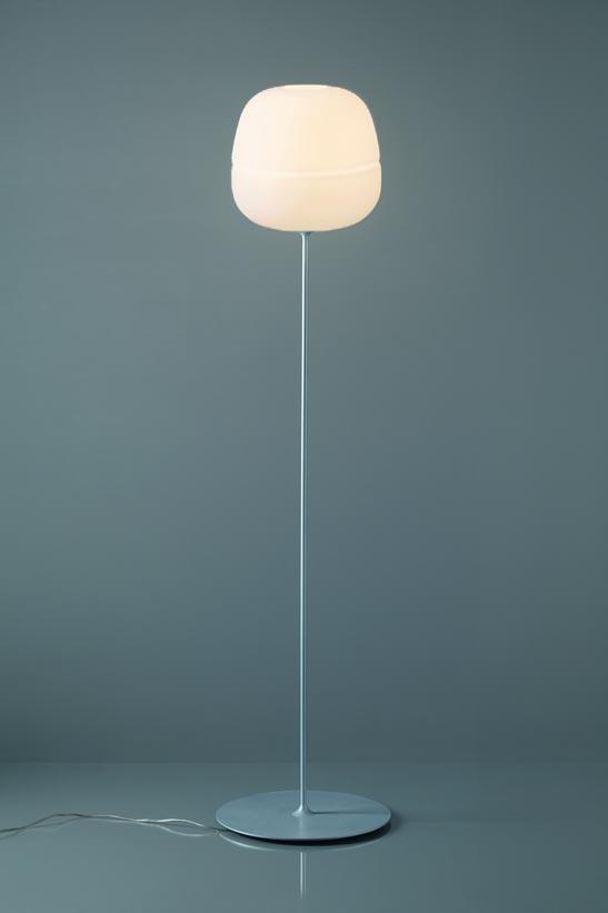Lampadaire globe en verre dépoli blanc collection Afra. Karboxx.