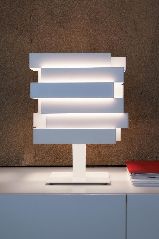 Lampe cube en aluminium blanc à rectangles superposés Escape. Karboxx.