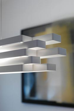 Suspension en aluminium blanc à rectangles superposés Escape - 60cm. Karboxx.