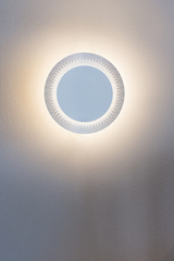 Shine round white metal wall sconce. Karboxx.