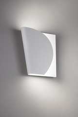 Swivel wall lamp in white metal. Karboxx.
