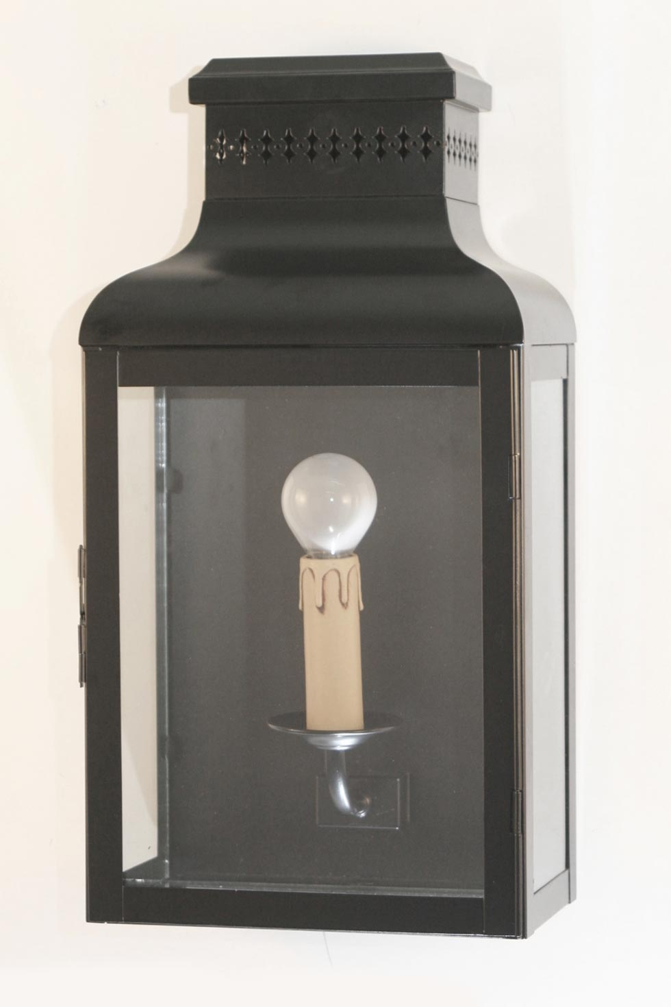 chelsea le43 applique d 39 ext rieur en laiton laqu noir. Black Bedroom Furniture Sets. Home Design Ideas