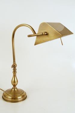 CM27 lampe de table laiton naturel vieilli. Latoaria.