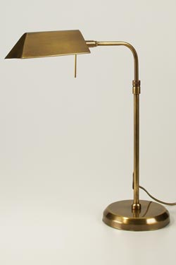 CM28 lampe de table laiton vieilli. Latoaria.