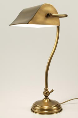 CM30 lampe de table laiton vieilli naturel. Latoaria.