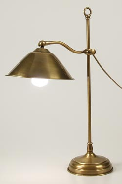 CM32 table lamp in aged brass with conical shade. Latoaria.