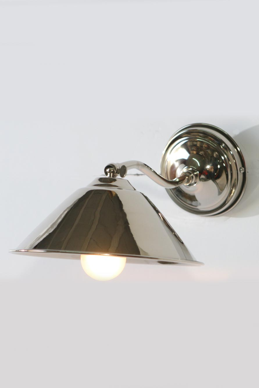AP05 adjustable wall light in chrome-plated brass. Latoaria.