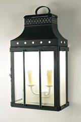 Roma wall lantern in black-laquered brass with clear glass. Latoaria.
