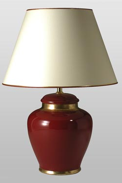 Leode rubis lampe rouge rubis avec détail or. Le Dauphin.