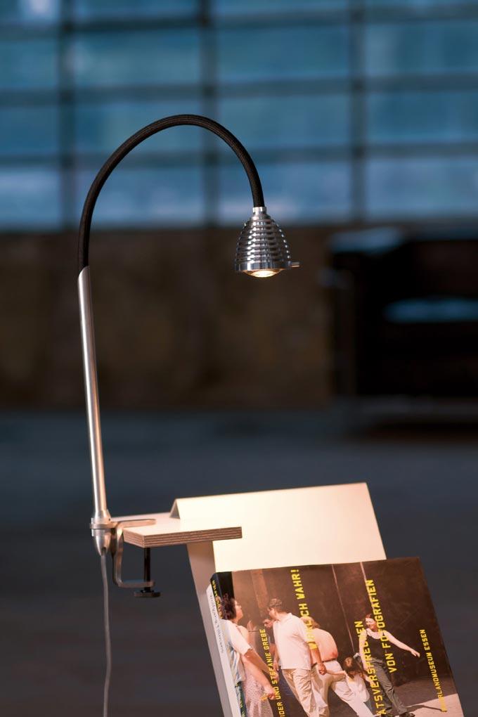 Athene Grande puissante lampe LED fixation par étrier flexible noir. Less