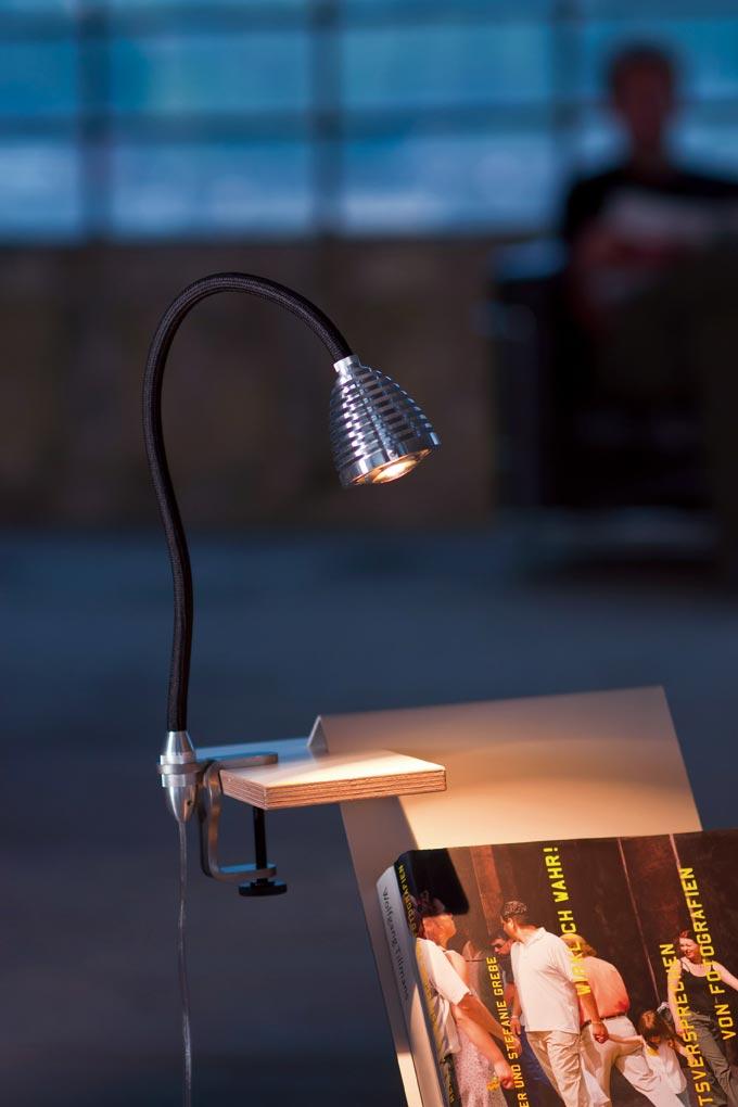 Athene puissante lampe LED fixation par étrier flexible noir. Less