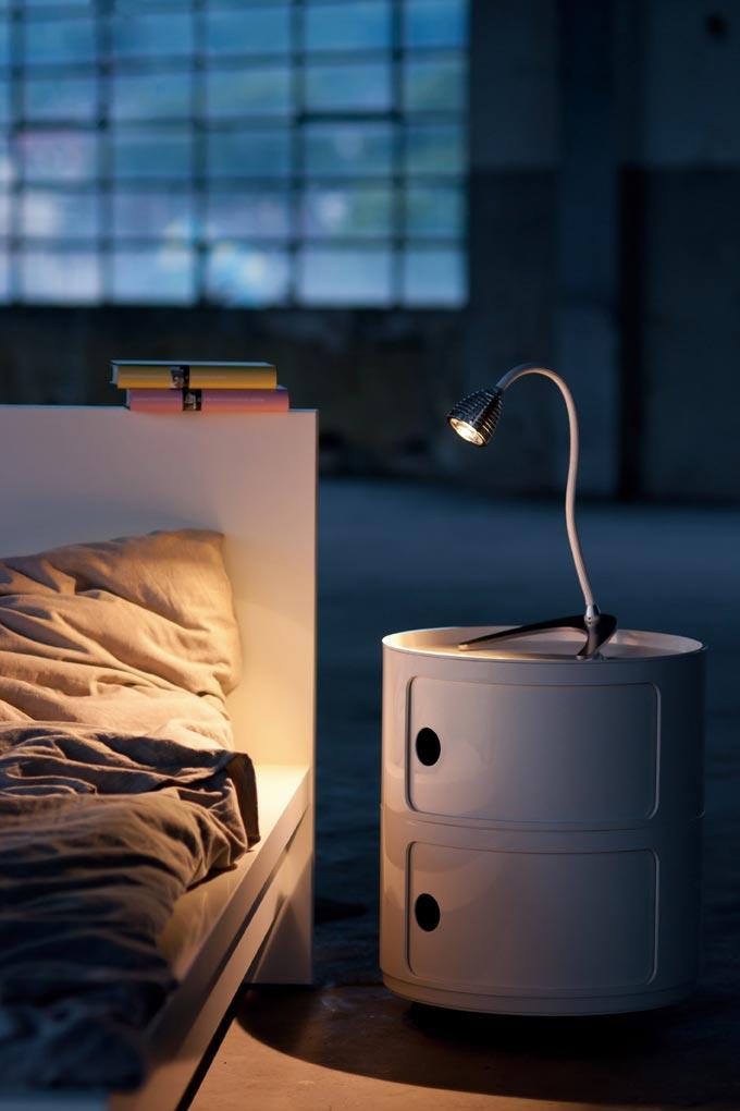Athene puissante lampe LED flexible noir. Less