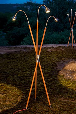 Athene Triple Wood lampadaire trépied LED trois lumières bois et aluminium. Less 'n' More.
