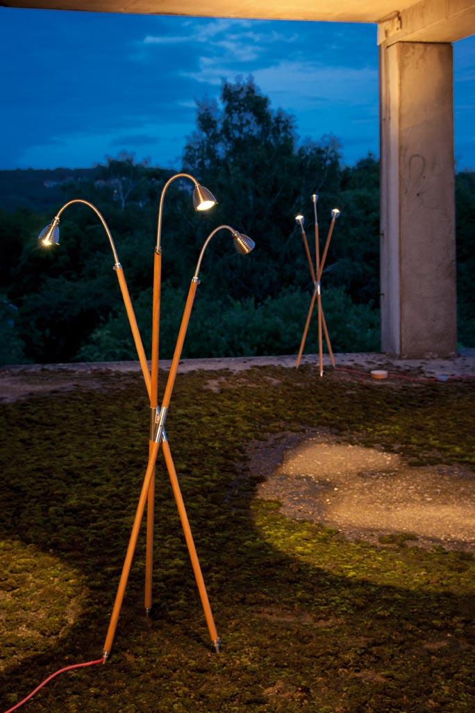 Athene Triple Wood lampadaire trépied LED trois lumières bois et aluminium. Less