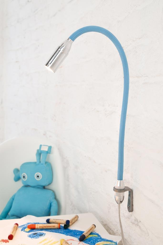 Zeus applique murale LED sur flexible bleu clair. Less 'n' More.