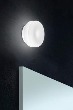 applique ou plafonnier de salle de bains wimpy en verre souffl blanc leucos - Plafonnier Salle De Bain Design