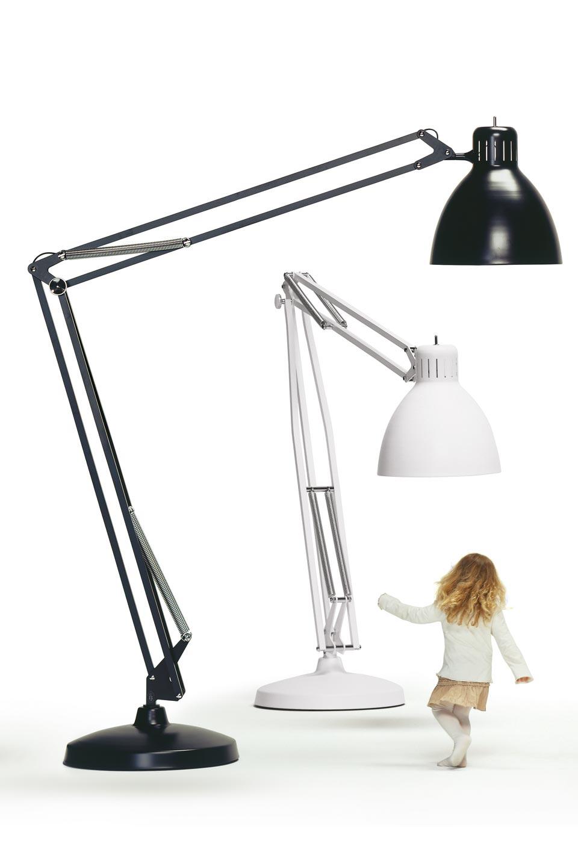 Lampadaire style lampe d'architecte, pied articulé et pivotant