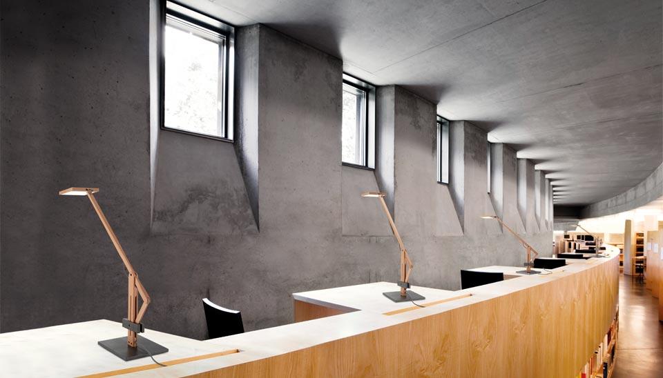 Lampe de bureau bois naturel et acier brut leva réf