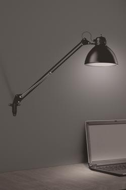 Lampe de bureau style architecte en métal noir accrochable au mur JJ M. Leucos.