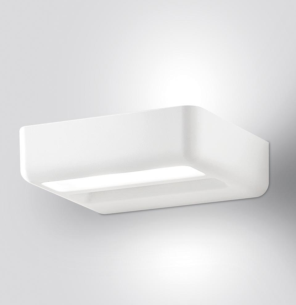 Petite applique rectangulaire aluminium laqué blanc One . Leucos.