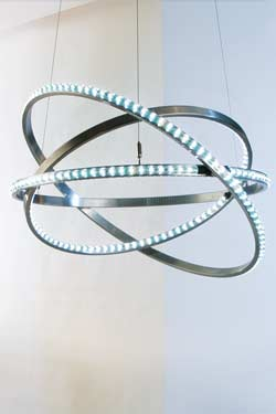 Dione 800 LED suspension en acier poli brillant. Licht Im Raum.